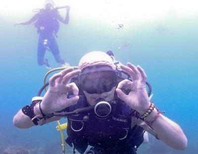 A volunteer diving on a holiday in Cambodia