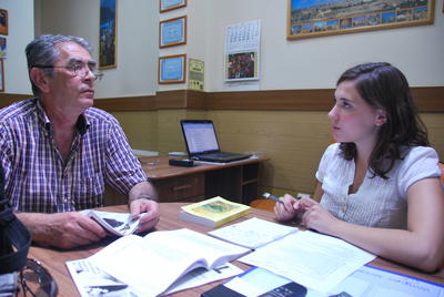 A Projects Abroad volunteer during a Romanian language lesson