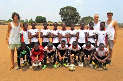 A Football class posing for a photo with volunteers