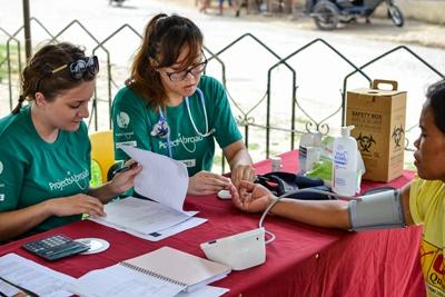 Projects Abroad Public Health volunteers doing assessments on a medical outreach in Bogo City, Philippines
