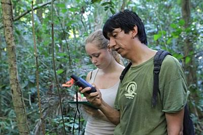 Conservation volunteer in Peru conducts wildlife surveys