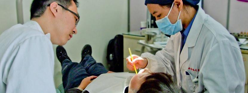 Dentistry Elective volunteer observes check-up