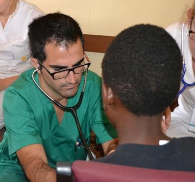 A volunteer on the Medicine placement in Jamaica examining a child