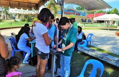 Volunteers on the Public Health project in the Philippines