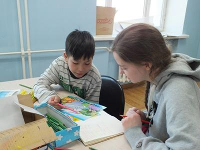 A Projects Abroad social work intern in Mongolia spends time with a child